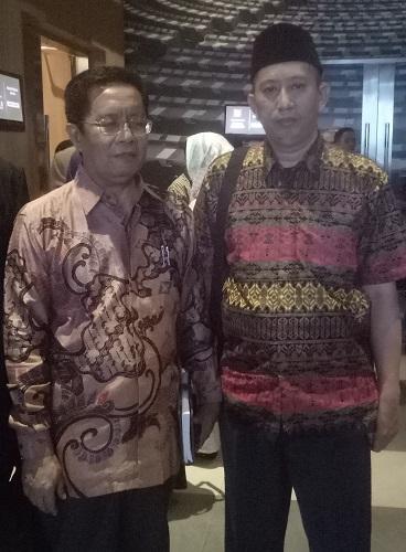 Humas Ponpes Modern Putri IMMIM Pangkep, M. Farid Wajdi, S.H.i bersama Plt.Kakanwil Kemenag Sulsel, H. Iskandar Fellang. (foto: istimewa)