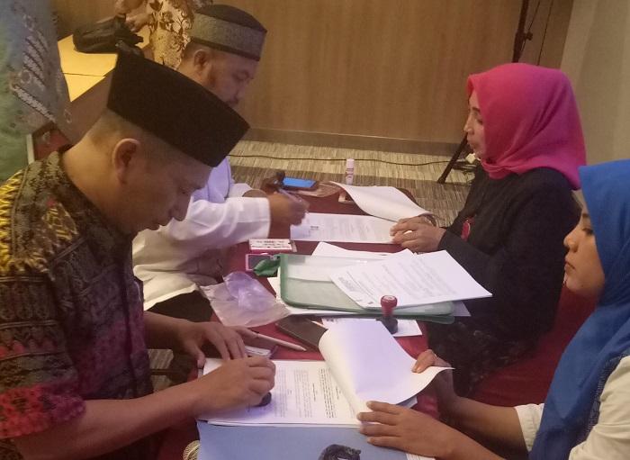 Penandatanganan Surat Perjanjian Kerjasama Bantuan Moubiler untuk Pesantren Modern Putri IMMIM Pangkep dari Kemenag Sulsel (foto: istimewa)