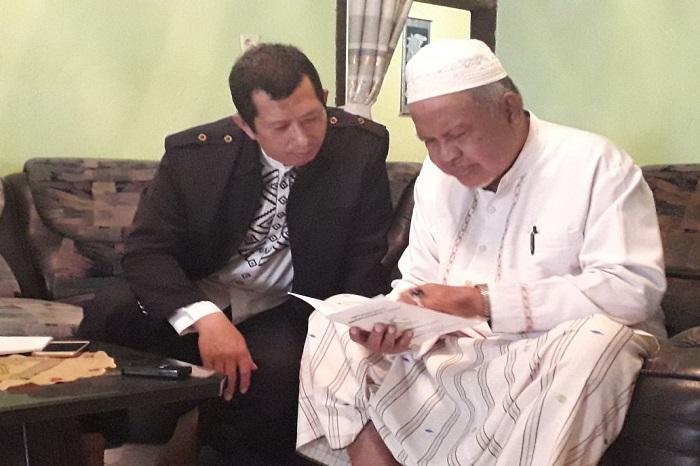Humas Pesantren Putri IMMIM, Muhammad Farid Wajdi saat silaturahim ke rumah Ketua Dewan Syura DPP IMMIM, AGH Drs Muhammad Ahmad